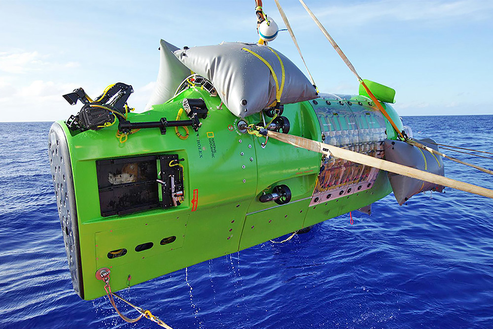 Deepest diving submersible [In service]