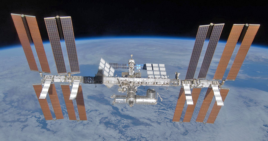 First link-up between submersible and ISS