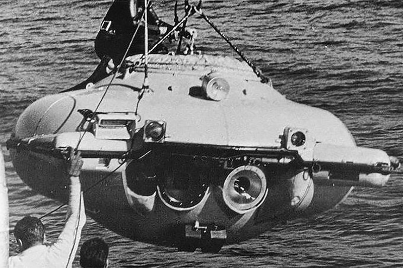 First maneuverable research submersible