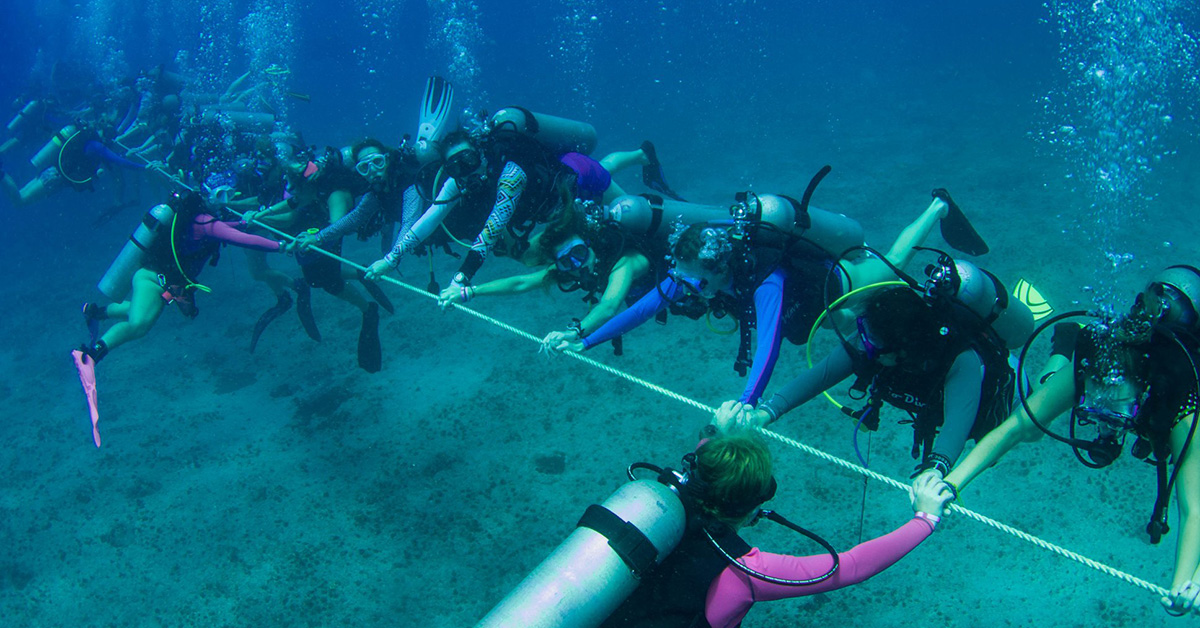 Longest underwater human chain (Women)